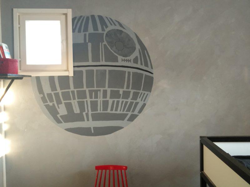 Kotienjajulkisten tilojen sisustussuunnittelu sekä remontointityöt. Esim. seinien maalaukset, tapetoinnit, tasoitustyöt, listoitukset. Seinien struktuuripinnoitteet sekä kuviomaalaukset. Portaikkojenjakeittiön kaapinovien maalaukset.